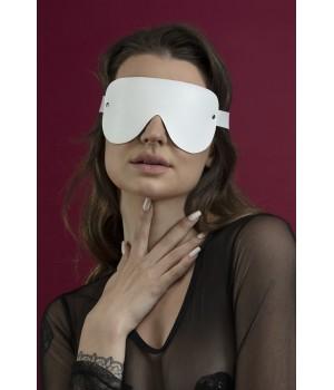 Маска кожаная закрытая Feral Feelings - Blindfold Mask белая