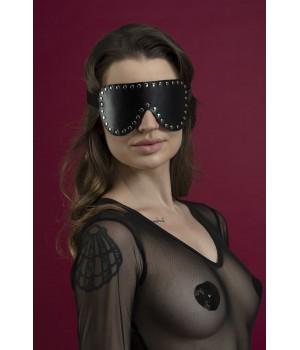 Маска кожаная закрытая с заклепками Feral Feelings - Blindfold Mask черная